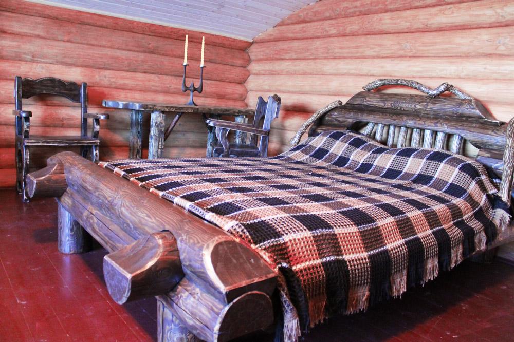 Отдых в Беларуси. Номер Люкс. Кровать.
